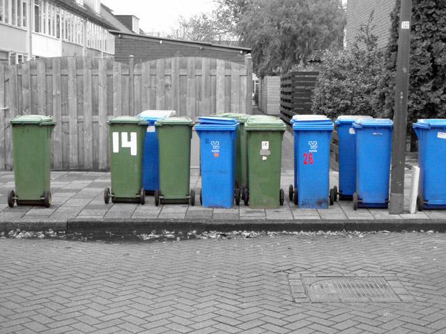 (c) CYM 2010 - Trash Bins